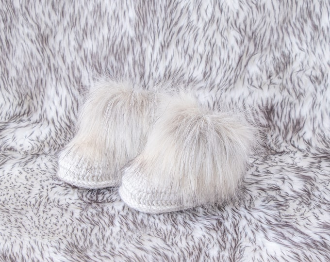 Gender neutral faux fur baby booties, Beige booties, Infant boots, Crochet baby booties, Baby slippers, Baby winter boots, Newborn shoes