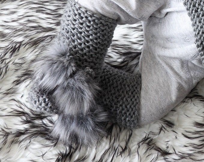 Baby Booties with pom poms  - Gray booties - Knitted booties - Baby shoes - Hand Knit booties - Gender Neutral - Baby socks - Baby boy boots