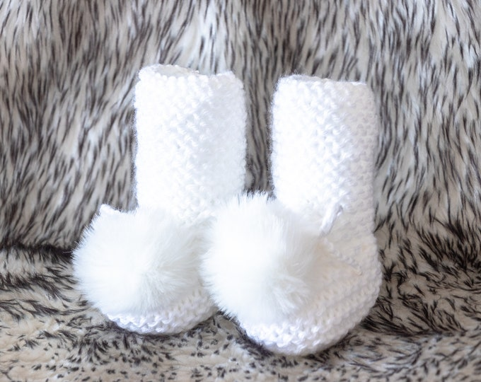 White Booties with fur pom poms  - Knitted baby booties - White Baby boots - Baby shoes - Baby gift - Gender Neutral booties - Baby socks