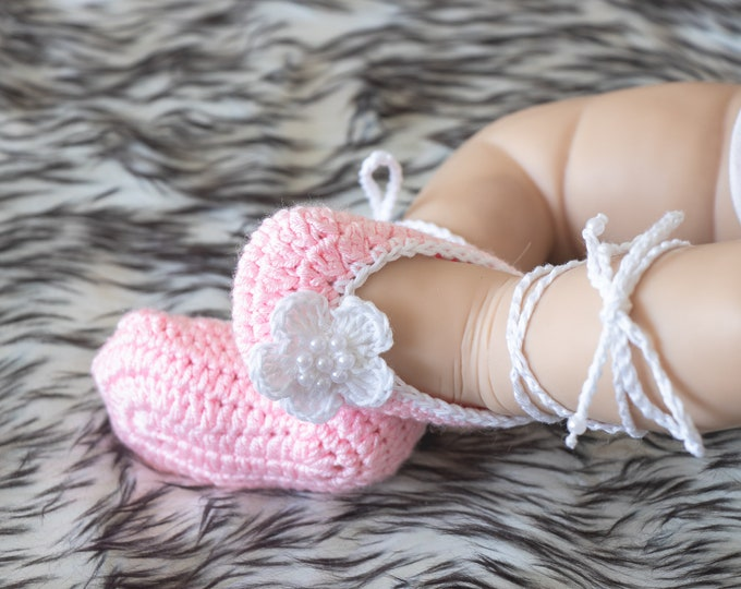 Baby Flower shoes, Pink shoes, Preemie shoes, Baby girl ballet shoes, Mary Janes, Newborn girl shoes, Crochet Baby shoes, Baby girl gift