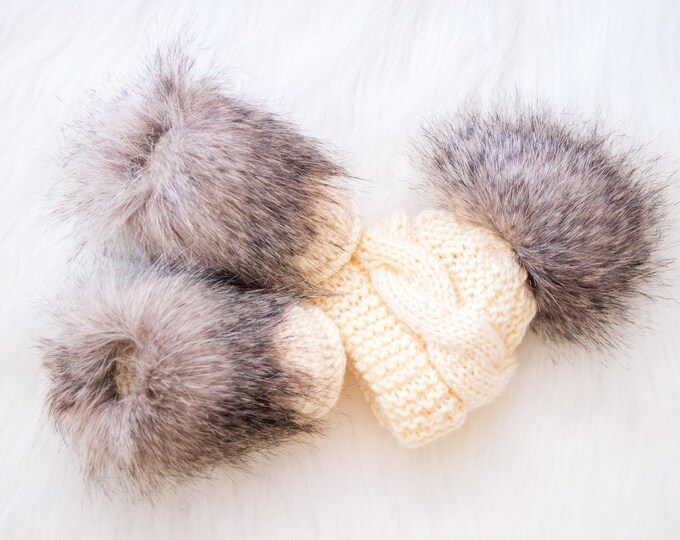 Beige baby hat and booties set, Winter baby clothes, Fur booties, Pom hat, Neutral baby clothes, Newborn Hat and Booties, Boy or girl gift