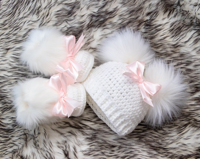 White Baby girl double pom pom hat and bootie set, Newborn Girl gift, Baby girl winter clothes, Preemie girl clothes, Fur booties