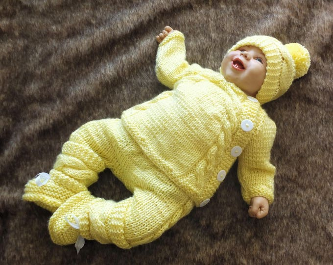 Knitted Yellow Baby coming home outfit - Knit Baby Outfit - Knitted baby clothes - Baby take home outfit - Yellow outfit - Newborn outfit