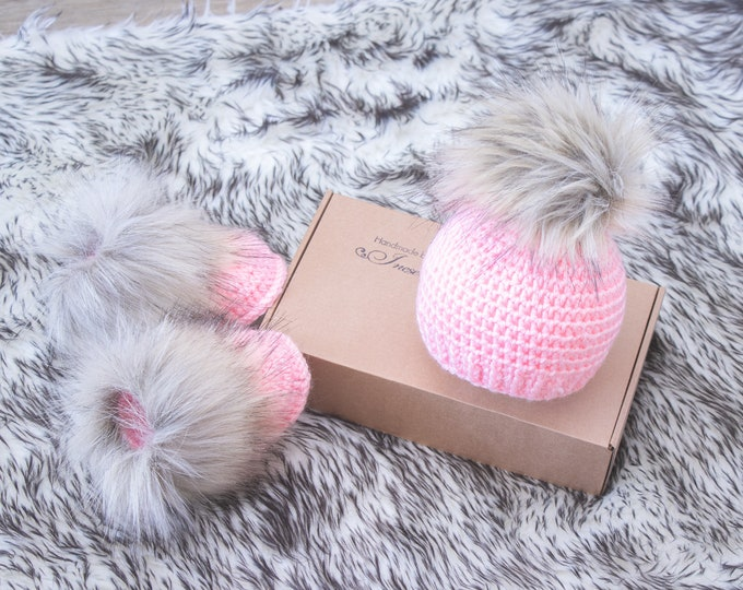 Crochet Baby girl beanie and booties set, Baby girl Booties and hat, Preemie girl outfit, Fur pom pom hat, Fur booties, Newborn girl gift