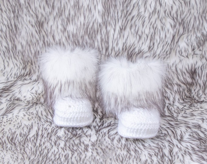 White and Black Baby boots, Fur booties, Winter booties, Crochet baby boots, Newborn shoes, Baby gift, Gender neutral booties, Infant shoes