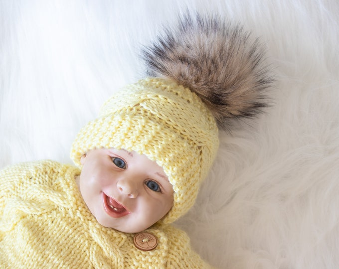 Hand Knitted yellow baby fur pom pom hat, Neutral baby winter hat, Newborn Hat, Cable knit baby hat, Baby knitwear, Preemie hat, Baby gift