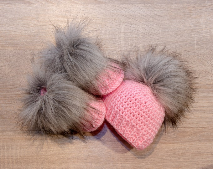 Baby girl Booties and hat - Crochet Baby girl Set - Pink baby gift - Preemie girl clothes - Fur pom hat - Fur booties - Newborn girl clothes