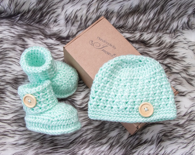 Mint green Baby hat and booties set, Gender neutral outfit, Crochet Button up Booties and hat, Neutral baby clothes, pregnancy announcement