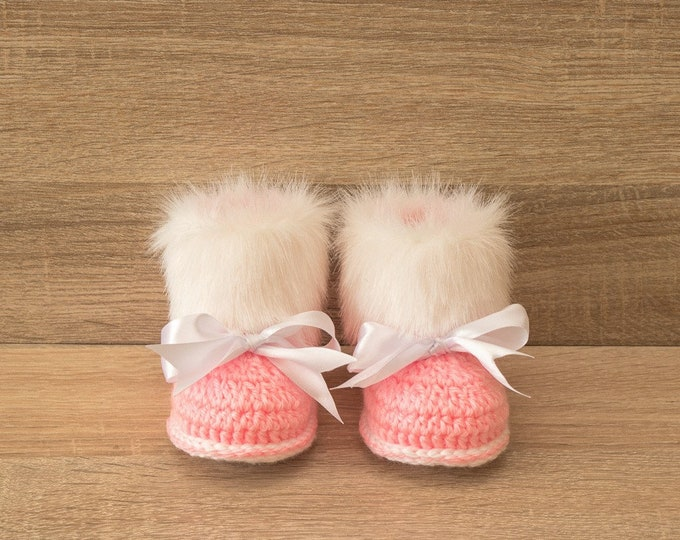 Pink Baby girl booties with Faux fur - Crochet Baby booties - Pink Faux Fur Booties - Baby girl winter boots - Booties with bows