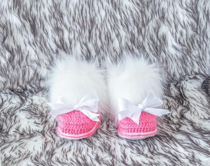 Raspberry Pink booties, Baby girl booties, Booties with bows, Baby girl gift, Newborn girl shoes, Preemie girl shoes, Infant girl booties