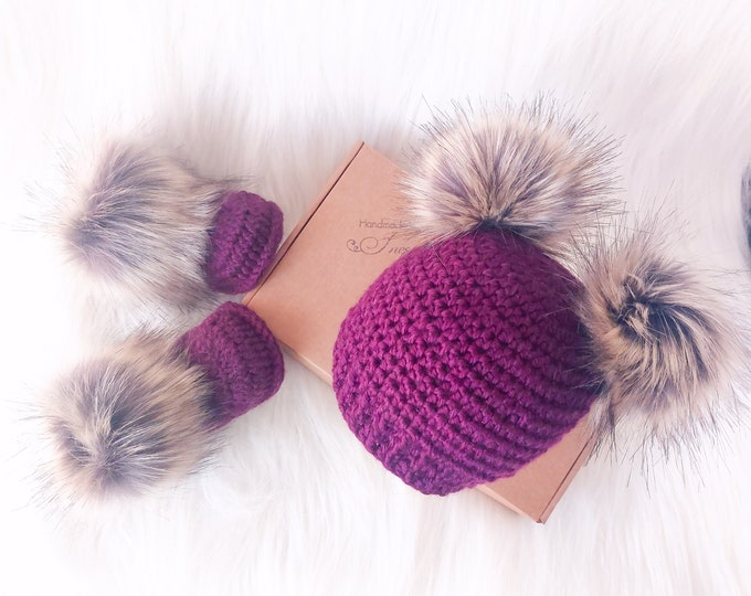 Grape purple baby girl booties and hat, Fur double pom pom beanie, Crochet fur boots, Newborn girl outfit, preemie girl hat and booties set