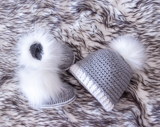 Neutral Baby Booties and hat, Crochet Baby boy Set, Baby boy gift, Preemie boy clothes, Fur pom hat, Fur booties, Newborn boy clothes
