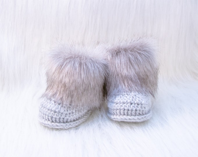 Gray Baby booties, Baby winter boots, Fur Booties, Gender neutral Newborn Shoes, Crochet baby Booties, Baby Boy Boots, Preemie baby boots