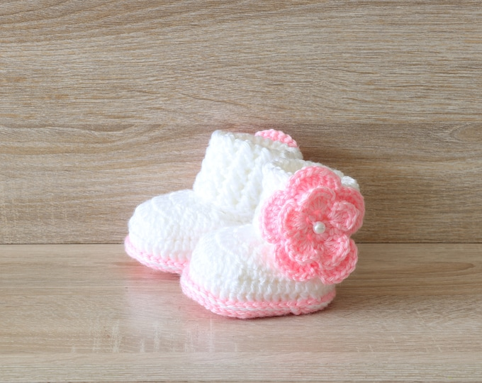 White and pink Baby girl booties - Flower booties - Baby girl gift - Newborn girl boots - Crochet flower shoes - Preemie girl shoes