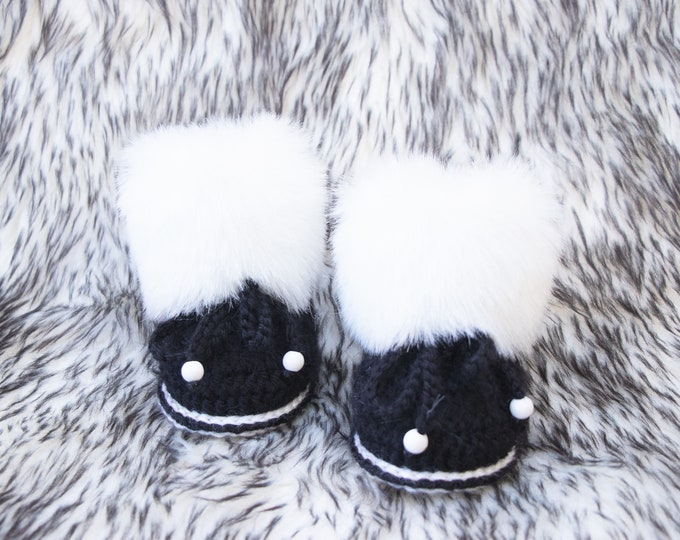 Black and white Baby Boots, Faux fur booties, Crochet booties, Gender neutral booties, Preemie boots, Newborn boy boots, Crochet baby shoes