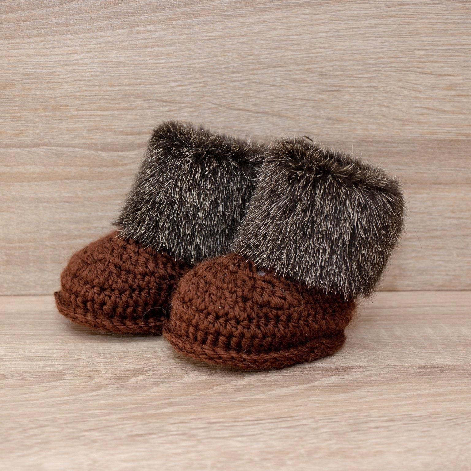 6754b3c1ef08 Faux fur baby booties - Crochet baby booties - Baby Ugg boots