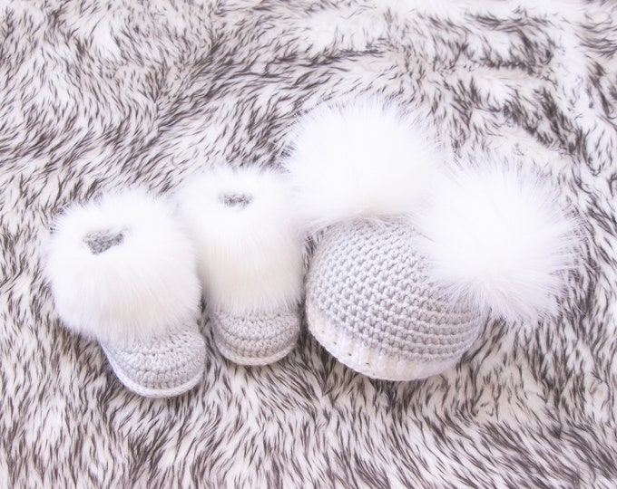 Double pom pom hat and booties, Baby boy booties and hat set, Crochet baby clothes, Newborn winter clothes, Preemie clothes, Baby boy gift