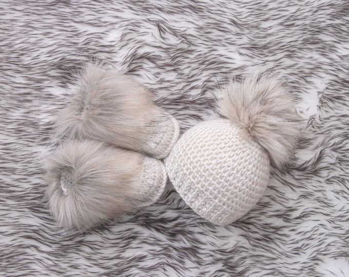 Beige Baby Booties and hat, Crochet Baby Set, Baby announcement, Gender Neutral baby clothes, Unisex baby, Fur pom hat, Fur booties, Infant