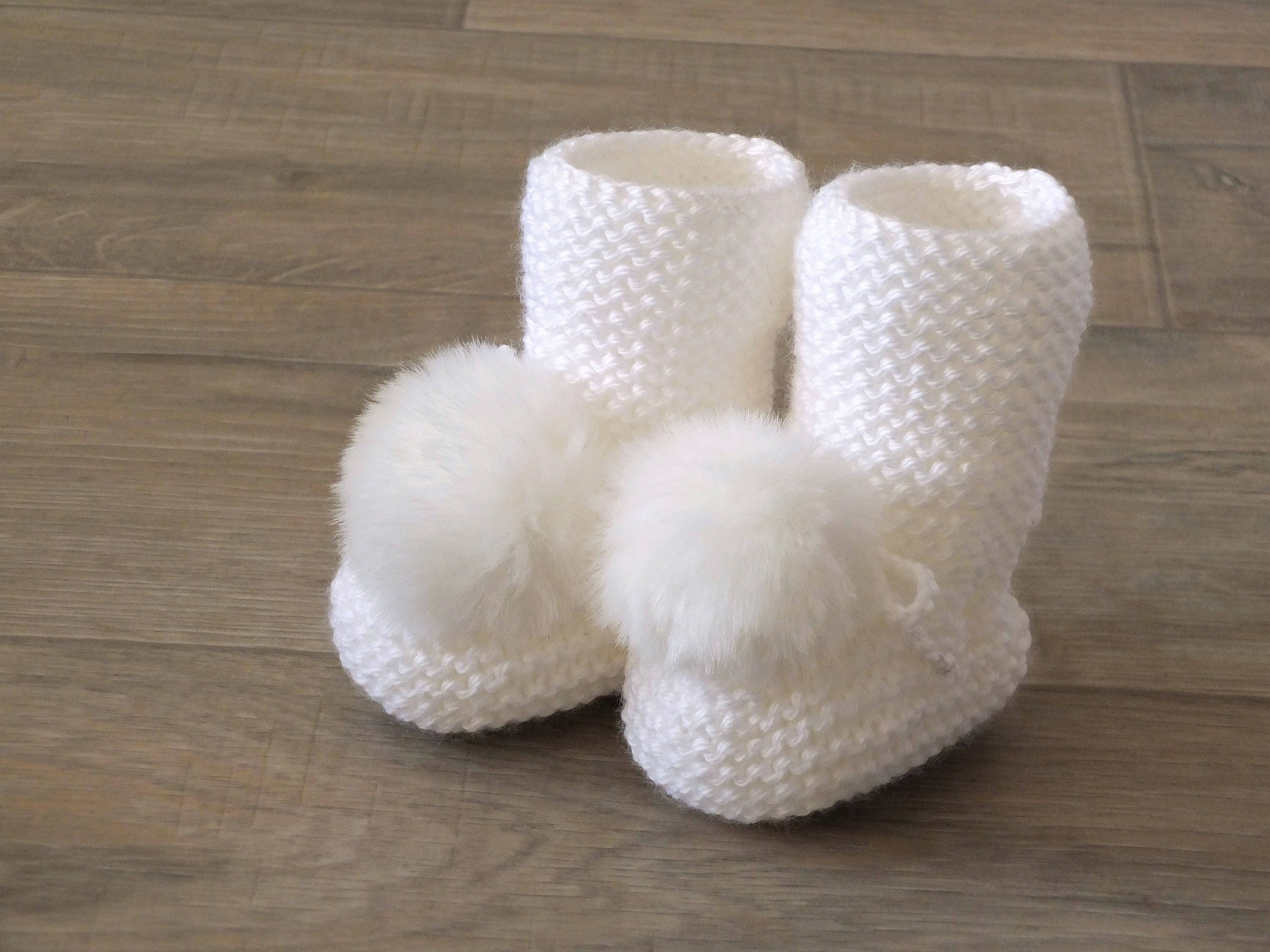d7f782ddbf7d7 White Booties with fur pom poms - Knitted baby booties - White Baby boots -  Baby shoes - Baby gift - Gender Neutral booties - Baby socks