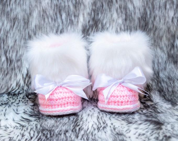 Pink Baby bow booties, Crochet Baby booties, Fur Booties, Baby girl Winter boots, Newborn girl Booties, Preemie girl booties, Bow baby shoes