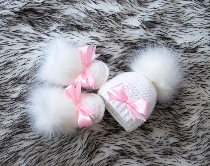 White baby girl pom pom hat and fur booties with pink bows, Newborn Girl gift, Baby girl winter clothes, Preemie girl set, Booties and hat