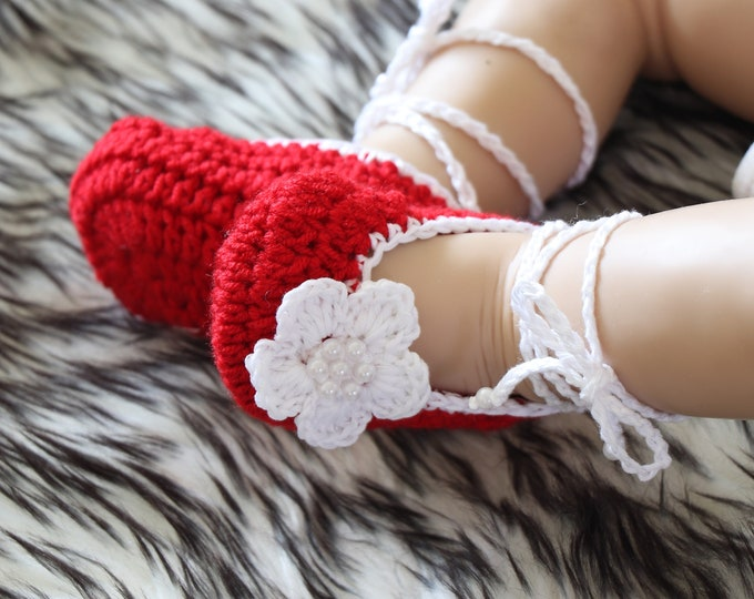 Baby Flower shoes - Red shoes - Preemie shoes - Baby girl ballet shoes - Mary Janes - Newborn shoes - Crochet Baby shoes - Baby girl gift