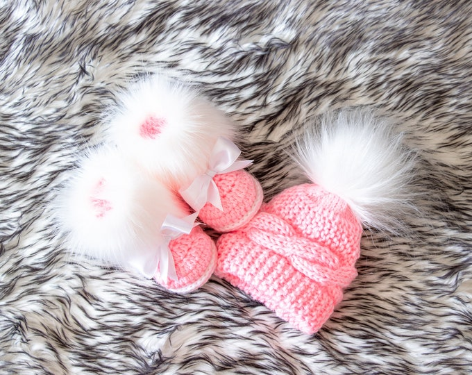 Pink baby girl pom hat and fur booties, Baby girl winter clothes, Newborn girl gift, Knit baby girl clothes, Baby girl gift, preemie girl