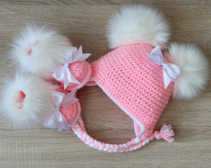 Pink Baby girl faux fur booties with bows and double pompom hat - Crochet Baby girl clothes - Newborn girl set- Baby girl gift- Preemie girl