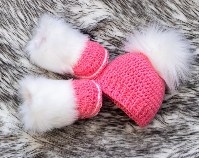Raspberry pink Baby girl Booties and hat, Baby girl winter clothes, Fur booties, Pom pom hat, Baby girl gift, Newborn girl clothes, Preemie