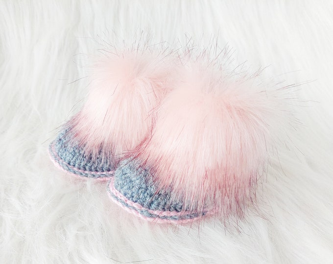 Gray and pink baby booties with faux fur trim, Crochet baby Booties, Baby girl shoes, Baby girl gift, Newborn girl shoes, Preemie girl boots