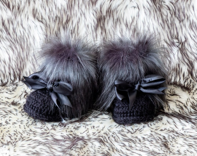Black Baby Booties with bows, Faux Fur booties, Black Baby Shoes, Crochet baby boots, Baby winter boots, Black booties, Newborn girl shoes
