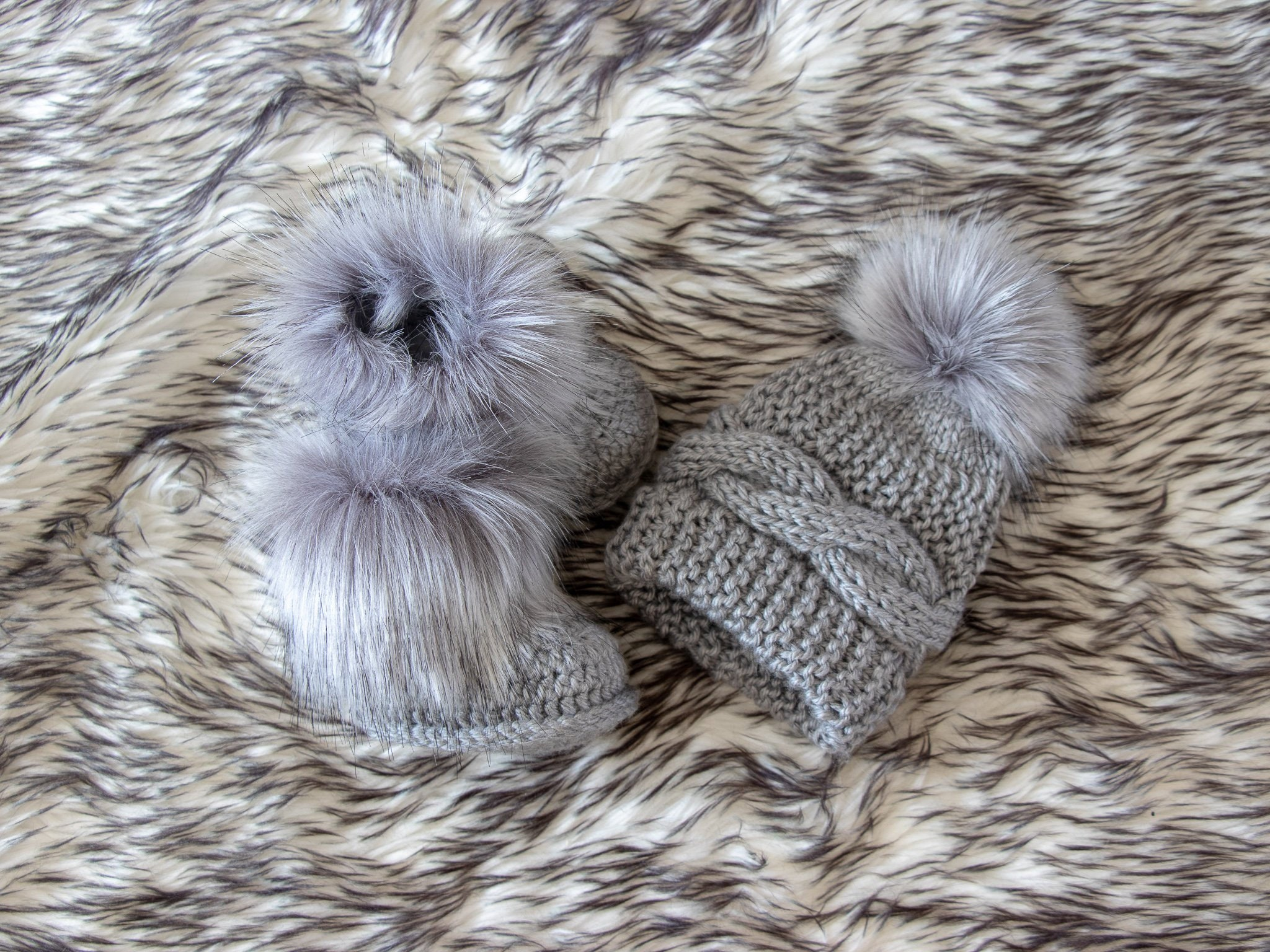 73bbe8ffa47 Gray baby hat and booties with fur - Baby winter clothes - Fur booties ...