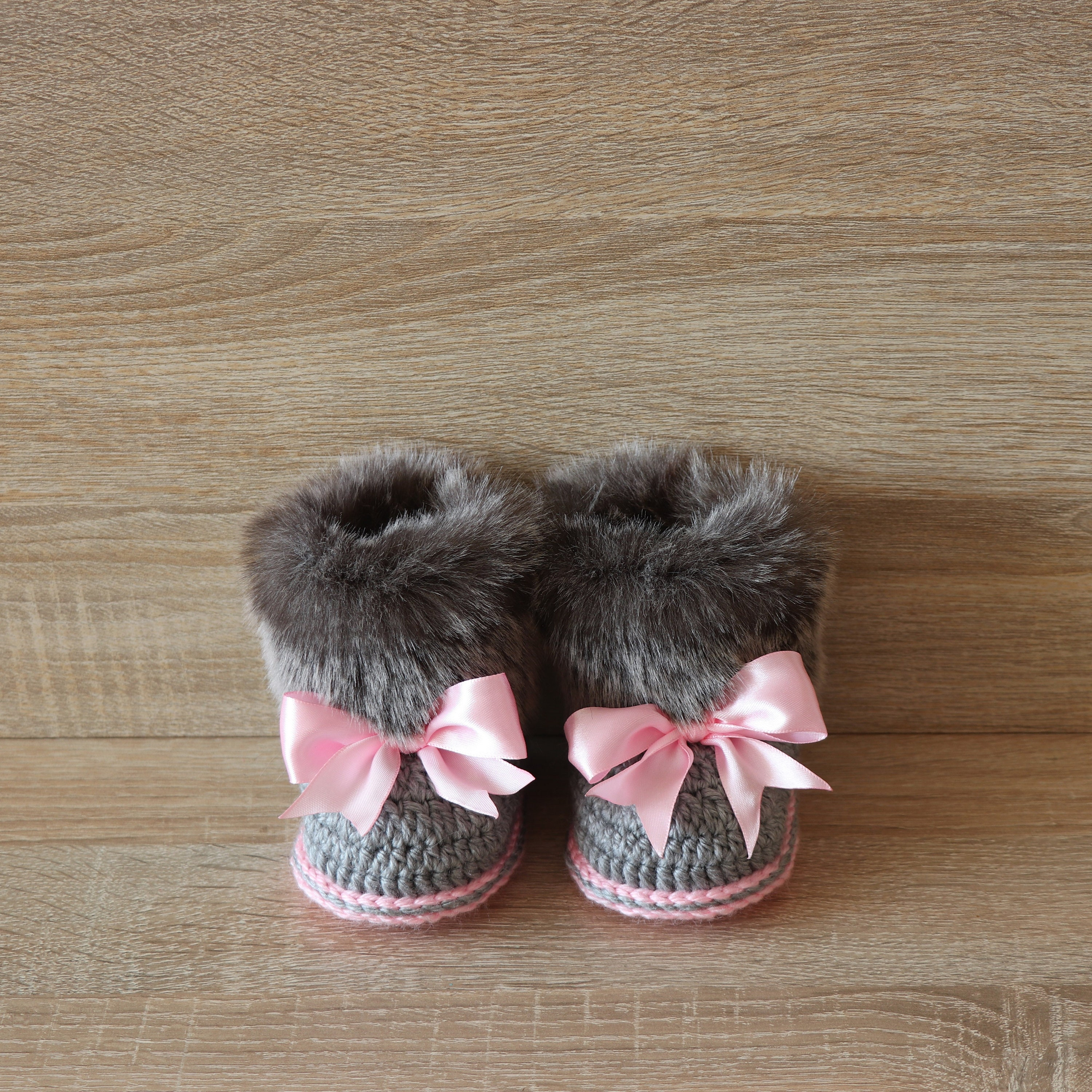af3852720b2b8 Faux Fur crochet baby girl Booties - Preemie girl boots - Gray and pink ...