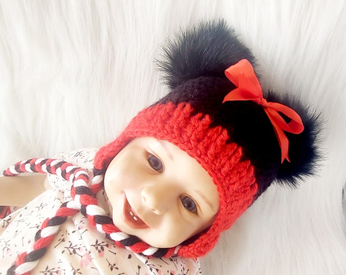 Black and red double pom pom hat with bow, Baby girl Minnie Mouse inspired hat, Crochet Disney Mouse hat, Photo Prop hat, Toddler Girl Hat