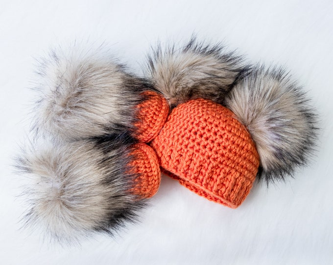 Double pom pom hat and booties - Orange Booties and hat set - Crochet baby clothes - Newborn winter clothes - Fur booties - Gender neutral