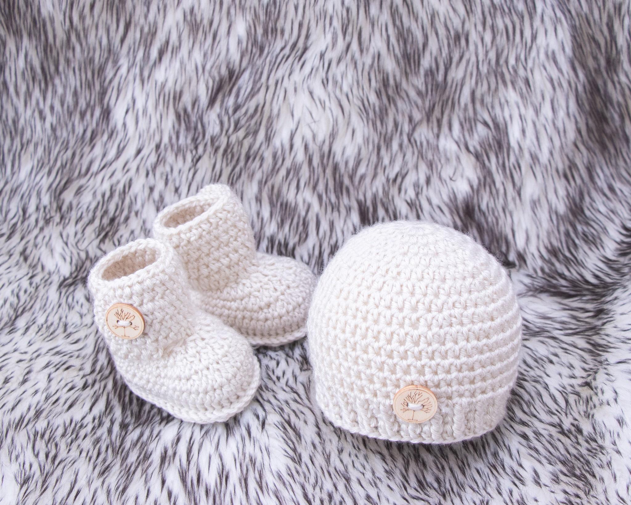 Crochet baby set, Baby booties, Baby