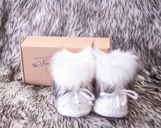 White and Black Baby boots, Gender neutral booties, Crochet baby Booties, Newborn shoes, Baby winter Boots, Baby slippers, Fur baby booties