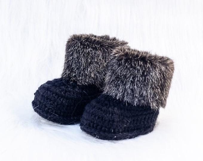Black Baby booties, Faux fur  booties, Crochet baby booties, Baby Uggs, Infant shoes, Baby winter boots, Baby gift, Gender neutral booties