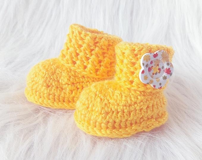 Button baby booties, Yellow booties, Baby booties, Crochet booties, Gender Neutral baby booties, Newborn shoes, Preemie boots, New baby gift