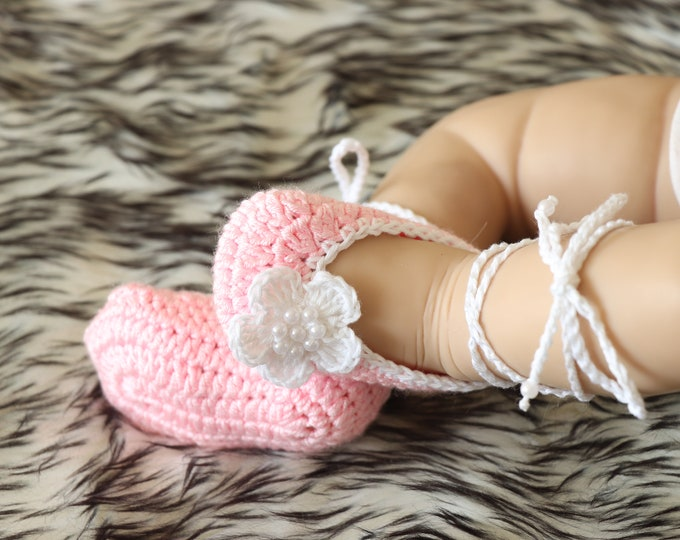 Baby Flower shoes - Pink shoes - Preemie shoes - Baby girl ballet shoes - Mary Janes - Newborn shoes - Crochet Baby shoes - Baby girl gift
