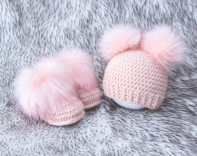 Peach melba Newborn girl booties and hat, Fur double pom hat and booties, Baby girl outfit, baby girl clothes winter, preemie girl clothes