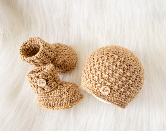 Golden brown Baby hat and booties, Gender neutral outfit, Crochet Button up Booties and hat, Neutral baby clothes, pregnancy announcement