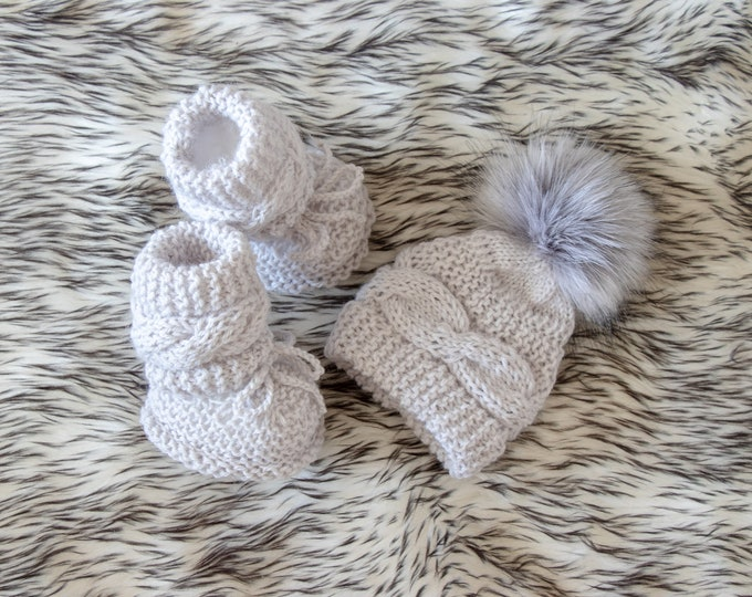 Newborn baby hat and booties set, Gray hand knitted baby booties and hat, Gender neutral Hat and Boots, Baby winter clothes, Ready to ship