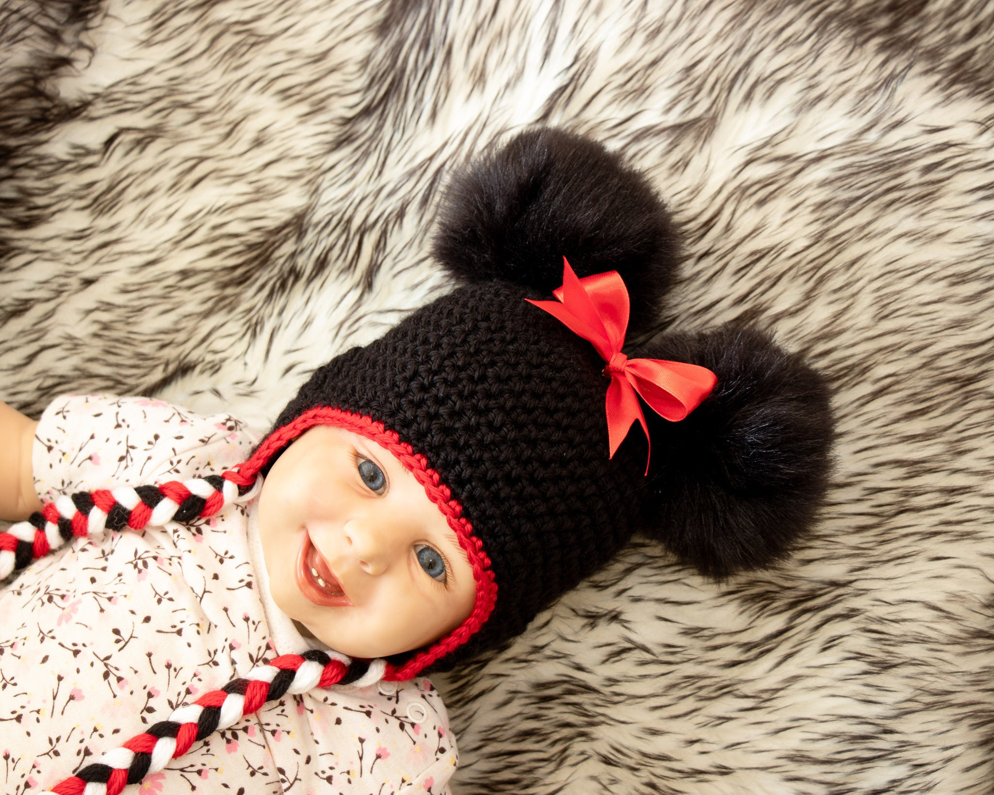 edbcca6a7c4 Baby girl double pompom hat with bow - Minnie Mouse hat - Baby girl ...