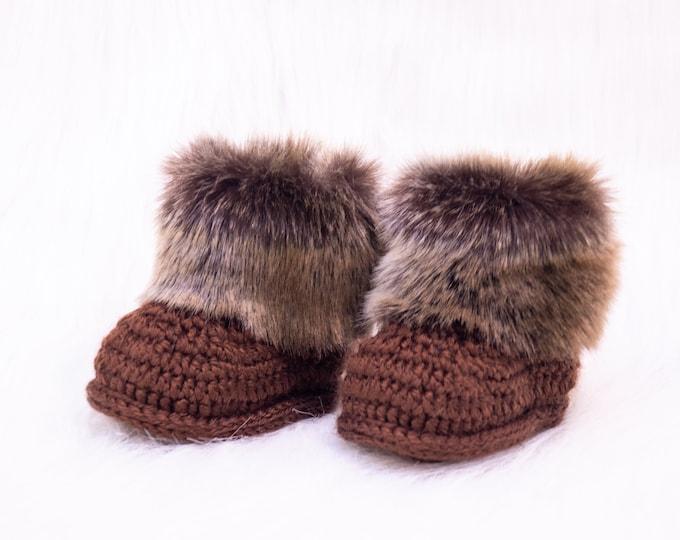 Brown Baby Booties, Newborn fur booties, Crochet baby booties, Baby Uggs, Infant shoes, Baby winter boots, Baby boy boots, Baby shower gift