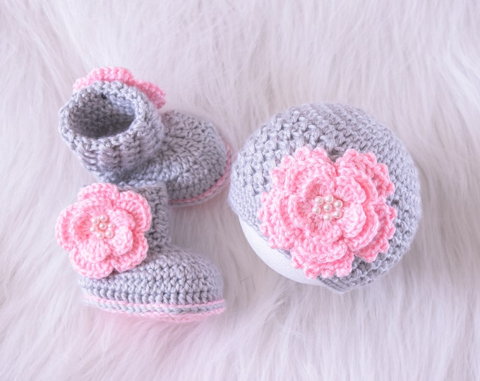 Baby girl flower hat and booties set, Newborn Girl clothes, Preemie girl clothes, Crochet booties and hat, Baby Girl gift, Pink and gray set