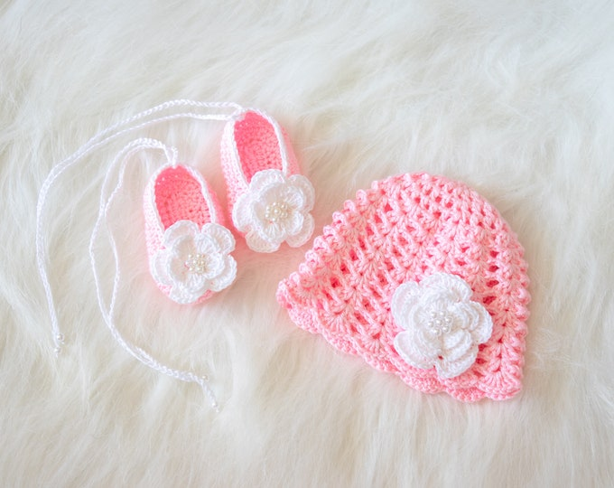 Pink baby girl hat and shoes set, Baby girl Flower hat and shoes, Crochet summer Hat, Crochet shoes, Newborn Girl clothes, Baby girl gift