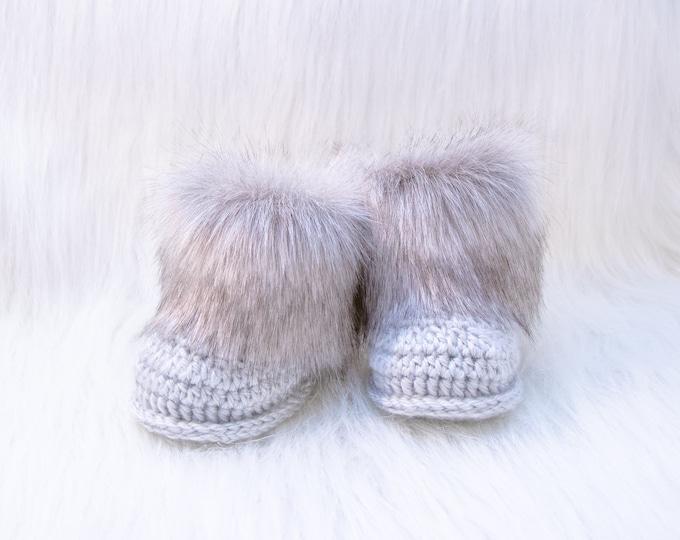 Gray Baby booties, Baby winter boots, Fur Booties, Gender neutral Newborn Shoes, Crochet baby Booties, Baby Boy Boots, Preemie baby boots