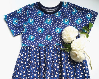 Girls dress with short sleeves. Blue jersey fabric with leopards