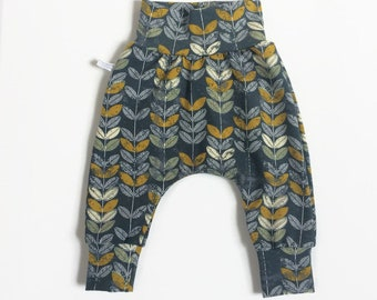 Baby harem pants with yellow leaves